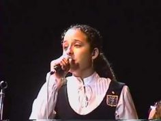 Puccini - Un Bel di Vedremo - Meninas Cantoras de Petrópolis - Solo: Anna Claudia Hannickel - YouTube