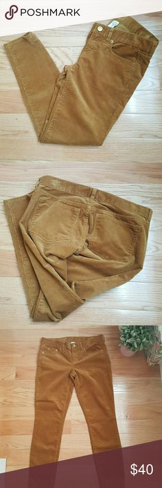 """J. Crew Golden Brown Toothpick Ankle Cords Awesome pair of corduroy pants in a skinny fit silhouette. Rich golden brown color. Excellent pre-loved condition. Plenty of stretch for added comfort. 27"""" inseam 77% cotton 23% elastane J. Crew Pants Ankle & Cropped"""