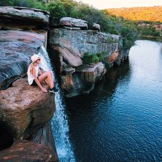 Australia is more or less a hub for travel enthusiasts, with it's lush greenery and landscapes. Here is a list of must do day trips living in the city: Working Holiday Visa, Working Holidays, Packing Tips For Travel, Travel Goals, Good Day Song, Australia Travel, Sydney Australia, Road Trip Usa, Ireland Travel