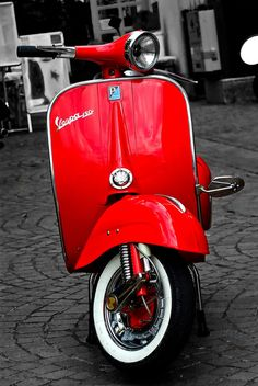 J'en veux un, même couleur, même modèle!!! Andiamo per la dolce vita. Retro Scooter, Lambretta Scooter, Vespa Scooters, Vespa 150, Vespa Girl, Scooter Girl, Triumph Motorcycles, Vespa Helmet, Chopper