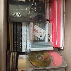 나의 자랑스런 덕후 활동 결과물들.. 짐정리를 하다 오랜만에 열어본다.. 더 뜨겁게 아껴줘야 하는데 아쉽다.. 잘해주지 못해서.. 여전히 사랑스럽고 이뻐해 줄 수 있어서 좋다.. 보고싶구나.. Han River, Kara, Memories, Memoirs, Souvenirs, Remember This
