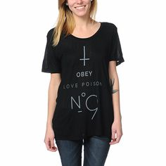 For a look you can dress up or down, the Obey No. 9 Beau top is the way to go. This all black tee features a loose boyfriend fit, sheer lightweight fabric, scoop neck, short sleeves, and the Zumiez Exclusive Obey Love Posion No. 9 graphic on the front. Pair this girls Obey top with skinny jeans or print leggings for a night out or a slumber party and always look fresh!
