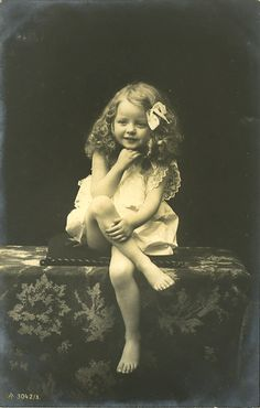 Cute little blonde girl 1907 postcard