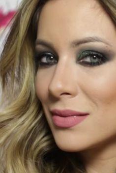 Tutorial de maquiagem da Helena Lunardelli com olho de gatinho –delineador