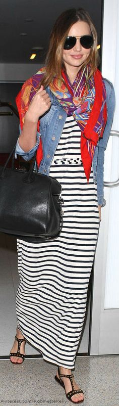 Long Dress; Denim shirt; Big black bag; Big colored scarf; Sandals; Raybans, hair down