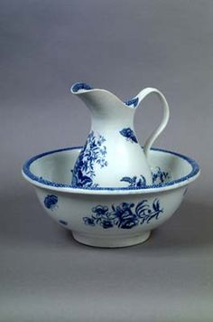 Caughley Porcelain Water Jug and Basin c.1785-1795. Shrewsbury Museums Service.