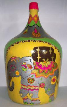botellon dama juana - Adornos - Casa - 497116 Bottle Painting, Bottle Art, Bottle Crafts, Easter Bingo, Glass Bottles, Painted Bottles, Crafts To Make, Mason Jars, Projects To Try