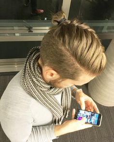 cool 35 Newest Men's Top Knot Hairstyles - Be Out of the Ordinary Check more at http://machohairstyles.com/best-top-knot-men/