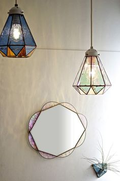 5 Rewarding Tips AND Tricks: Table Lamp Shades Mason Jars wire lamp shades ideas.Glass Lamp Shades Design lamp shades redo with paint. Stained Glass Mirror, Stained Glass Light, Stained Glass Designs, Stained Glass Projects, Mosaic Glass, Stained Glass Windows, Glass Art, Design Art Nouveau, Clear Light Bulbs
