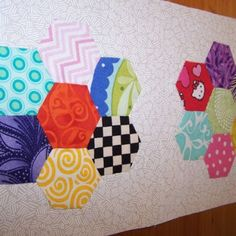 How to do Big Stitch Hand Quilting with Perle Cotton tutorial Hand Quilting Designs, Quilting Tips, Machine Quilting, Quilting Board, Quilting Projects, Embroidery Designs, Sewing Projects, I Spy Quilt, Quilt Border