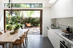 Combining the Kitchen and the Garden: An Indoor-Outdoor Kitchen Remodel in Melbourne