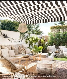 A perfectly furnished terrace with a natural spirit – PLANETE DECO a homes world - Terrasse Ideen Casa Patio, Diy Patio, Backyard Patio, Outdoor Rooms, Outdoor Living, Outdoor Furniture Sets, Outdoor Decor, Rooftop Terrace Design, Balcony Design