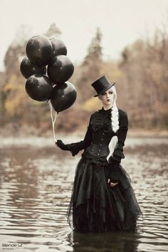 gothiccharmschool:  Gothy eye candy time - I love everything about this.