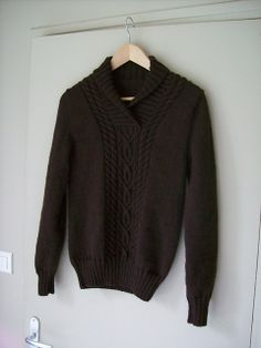 Jersey de hombre tejido con Katia Merino Blend color chocolate · #Jumper, #pullover, #jersey, #sweater for men knitted with Katia by Lolotte1409 #handmade #fathersday #diadelpadre #gifts #moda #hombre #fashion #men #knitting #katiayarns #katialanas#Ideas #regalos #patrones #tejidos #patterns #man