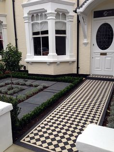 Floors podłoga rendered walls slate paving black and white victorian mosaic tile path wimbledon london Victorian Front Garden, Victorian Porch, Victorian Terrace House, Victorian Gardens, Edwardian Haus, Victorian Mosaic Tile, Porch Tile, Front Path, Front Gardens