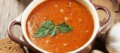 Deze linzensoep zal niet precies volgens het originele Turkse recept zijn, maar ach, onwijs lekker is -ie wel. Dit recept komt van Chickslovefood.com, een no...
