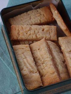 Kolasnittar med vit choklad Cookie Desserts, No Bake Desserts, Cookie Recipes, Delicious Desserts, Yummy Food, Bagan, 5 Ingredient Desserts, Grandma Cookies, Sweet Bakery