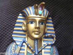 KING TUT FIGURINE WALL HANGER = 2001 W.U.I