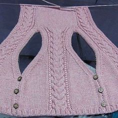 Best 12 Vest with Torsades de pointes and capison model 3 Sweater Knitting Patterns, Knitting Stitches, Knitting Designs, Knit Patterns, Pullover Design, Sweater Design, Diy Crafts Knitting, Cardigan Pattern, Jacket Pattern
