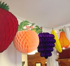 Honeycomb Fruit Decorations by Paper Party – Origami – Obst Diy Party Decorations, Paper Decorations, Birthday Decorations, Fruit Birthday, 1st Birthday Girls, Origami, Diy And Crafts, Crafts For Kids, Paper Crafts