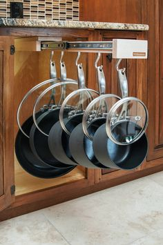 www.glideware.com Glideware is designed to retro-fit into any standard base depth cabinet. Hang your cookware to allow for easy access while eliminating damage.