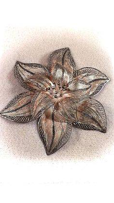 vintage exculsiv handmade Sterling Silver brooch filigree Flower brooch, 925 Silver brooch, pin, made in the 1980s, fine silver, filigree brooch made with fine silver strings amazing look , perfect for elegant dresses or weddings 96mm x 96mm 2.7 x 2.7