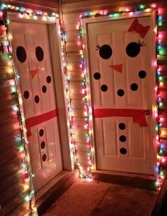How to Make Super Easy Christmas Decorations on a Budget – Snowmen Doors – Christmas DIY Holiday Cards Christmas Room, Diy Christmas Gifts, Christmas Projects, All Things Christmas, Winter Christmas, Christmas Gift Ideas, Christmas Bathroom Decor, Christmas Crafts For Kids To Make, Christmas Fashion