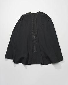 zwart lakense schoudermantel, Laren #Laren #Gooi #NoordHolland