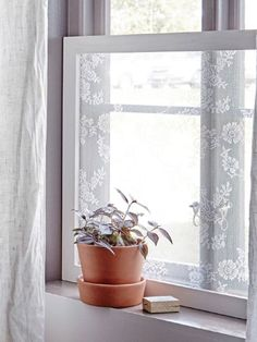 The Smart Reason You Should Put Lace (Yes, Lace) On Your Windows - Lace Window Screen – Privacy Film Alternative Bathroom Window Treatments, Bathroom Windows, Bathroom Window Privacy, Bathroom Window Dressing, Window Privacy Screen, Diy Lace Privacy Window, Window Screen Crafts, Old Window Projects, Interior Windows