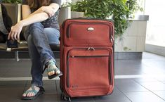 Detienen a mujer con cadáver de su marido en una maleta | El Puntero