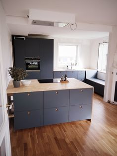 Hvad vi er glade for – og mindre glade for – i vores nye køkken – xn--for& Galvanized Tub, Mawa Design, Cedar Siding, Salon Interior Design, Grey Stain, Room To Grow, Chickens Backyard, Minimalist Home, Scandinavian Style