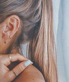 77 Ear piercing ideas for Women. Cute and Beautiful Ear piercing Ideas. Piercing Oreille Cartilage, Ear Piercing Studs, Fake Piercing, Cute Ear Piercings, Ear Piercings Cartilage, Multiple Ear Piercings, Piercing Tattoo, Ear Peircings, Ear Piercings