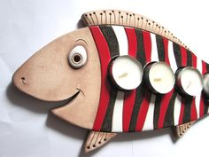 Adventní svícen - Kapřík Sculpture Clay, Sculptures, Sunglasses Case, Coin Purse, Fish, Purses, Advent, Arts And Crafts, Ideas