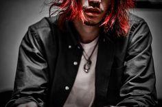 WEBSTA @ hirotokawagoe - 自分で髪染めてみた。思ったよりきれいに色入った。てか髪伸びたな。ボサボサやし。#manicpanic #vampirered #selfcolor #haircolor #redhair #マニックパニック #マニパニ #マニパニ赤 #ヴァンパイアレッド #セルフカラー #ヘアカラー #赤髪 Spring, Instagram