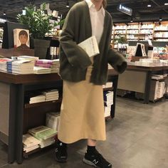 Perfect study outfit minus the shoes. Daily Fashion, Look Fashion, Fashion Outfits, Modest Fashion, Korean Fashion Trends, Asian Fashion, Aesthetic Fashion, Aesthetic Clothes, Study Outfit