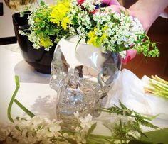 Crystal Head Vodka fick fira midsommar med Stina Patsetsos Crystal Head Vodka, Glass Vase, Crystals, Diy, Decor, Decoration, Bricolage, Crystal, Do It Yourself