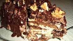 Τούρτα με μπισκότα και γκοφρέτες!! Συνταγή και φωτογραφία απο τη Σόφη Τσιώπου ΥΛΙΚΑ ΓΙΑ ΤΗ ΓΕΜΙΣΗ 1 φακελάκι γκαρνί σκόνη βανίλια 1 φακελάκι κρέμα στιγμής με γεύση μπισκότο ή βανίλια 550 ml γάλα φρέσκο κρύο 200 γρ.τυρί κρέμα σε θερμ.δωμ. 1/2 κονσέρβα ζαχαρούχο (200 γρ.) 1 βανίλια 80 γρ.μπισκότα τύπου Μιράντα ή πτι-μπερ αλεσμένα ΓΙΑ … Tiramisu, Sweet Tooth, Sweets, Cooking, Ethnic Recipes, Desserts, Food, Dessert Ideas, Kitchen