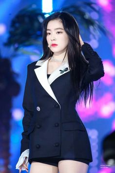Imagen de irene, bae joohyun, and red velvet Red Velvet アイリーン, Red Velvet Irene, Velvet Style, Kpop Fashion Outfits, Stage Outfits, Snsd, Velvet Fashion, Shows, Seulgi