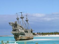 More Castaway Cay. I wanna see the Dutchman! But you can't go aboard. It's just pulled ashore on a sandbar :(