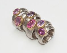 Selection of rings in sterling silver, 18 carat yellow gold, spinel.