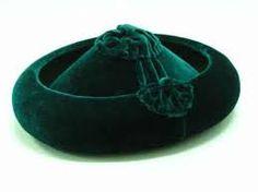 Calañes sombrero que ala vuelta hacia arriba y copa baja mas estrecha por la parte superior que por la inferior