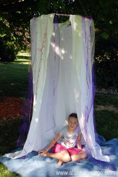 DIY fort made with a hula hoop and a shower curtain Kids Canopy, Canopy Tent, Kids Outdoor Play, Outdoor Fun, Backyard Play, Outdoor Learning, Christmas Wreaths For Windows, Christmas Diy, Summer Day Camp