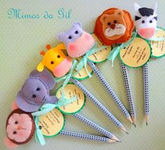 Mimos da Gil: animais Farm Crafts, Diy And Crafts, Arts And Crafts, Pen Toppers, Felt Bookmark, Flower Pens, Elephant Art, Toy Craft, Felt Diy