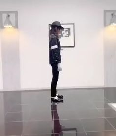 How to do the moonwalk Cool Dance Moves, Easy Dance, How To Dance, Dance Choreography Videos, Dance Music Videos, Funny Short Videos, Funny Video Memes, Wow Video, Breakdance