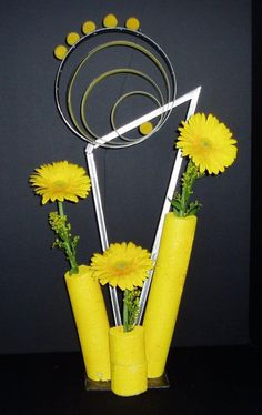 March Arrangements: Circle of Friends Quotes About Flowers Blooming, Flower Arrangement, Floral Arrangements, Manipulation Techniques, Japanese Flowers, Club Design, Garden Club, Flower Quotes, Flower Show