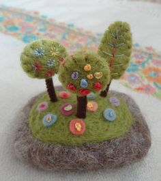 felted spring pebble: