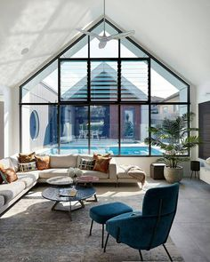This piece of impressive modern architecture looks modest on the outside, but is in fact very dynamic inside, providing a family with a… Loft, Brickwork, New Home Designs, House Numbers, My Dream Home, Exterior Design, Modern Architecture, Decoration, Beautiful Space