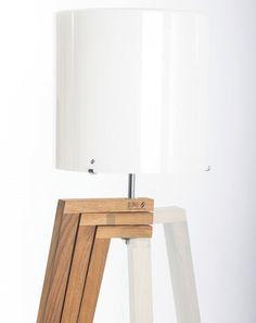 TREPAI by Favaretto & Partners - Lámpara de pie by Vistosi Diy Floor Lamp, Wood Floor Lamp, Wooden Desk Lamp, Wood Lamps, Home Lighting, Lighting Design, Giraffe Lamp, House Plants Decor, Diy Wood Projects