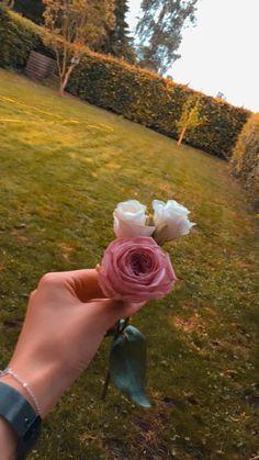 Hand Photography, Tumblr Photography, Wedding Photography Poses, Amazing Photography, Cute Girl Poses, Girl Photo Poses, Arabic Henna Designs, Lovely Perfume, Islamic Posters