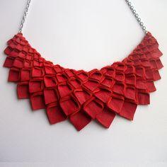 Collection Petal: Collier en cuir métallisé or Origami Necklace, Felt Necklace, Origami Jewelry, Fabric Necklace, Leather Necklace, Diy Necklace, Leather Jewelry, Necklaces, Red Jewelry